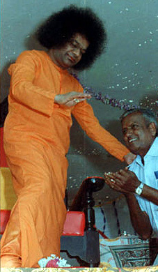 Sai Baba apparently 'materializing' a ring
