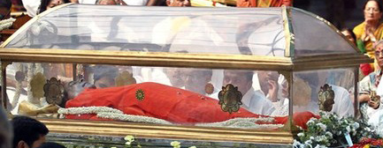 Casket in which Sai Baba was buried, th same one as ordered nearly a month earlier!